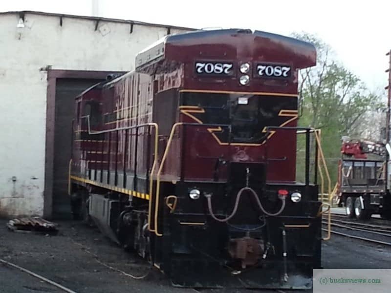 Engine 7087 leaving the shed at the New Hope Yard