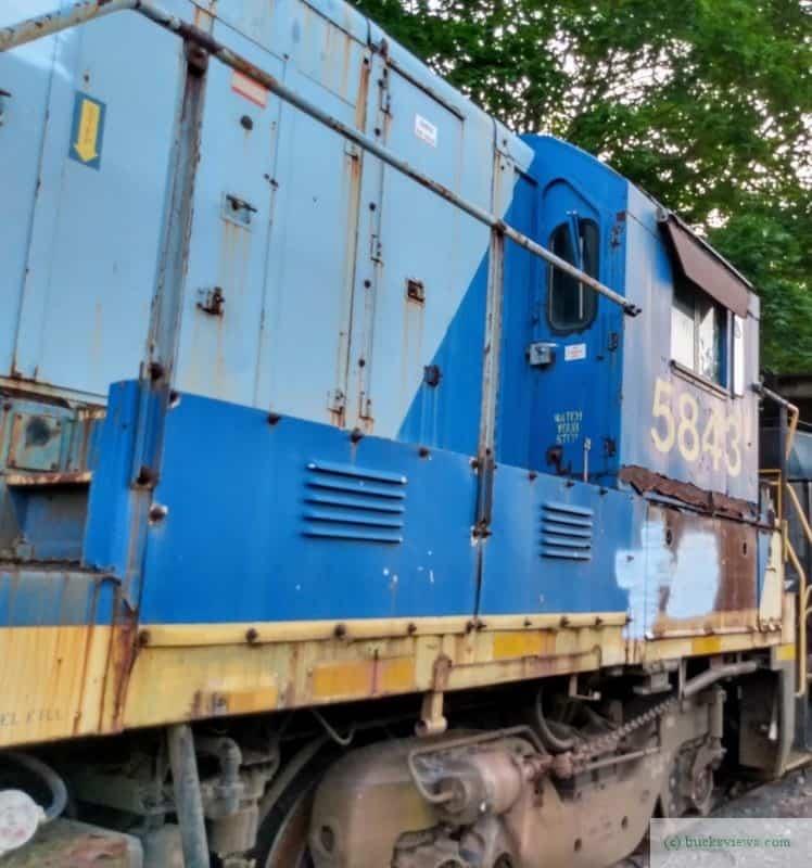 CSX 5843 on the New Hope Railroad Line -b