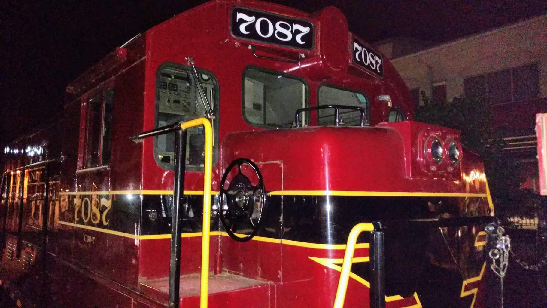 Engine 7087 at the New Hope Station at night